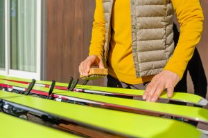 How to prepare your skis for the season waxing
