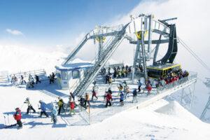 Les 12 meilleures stations où skier en mai autour du monde